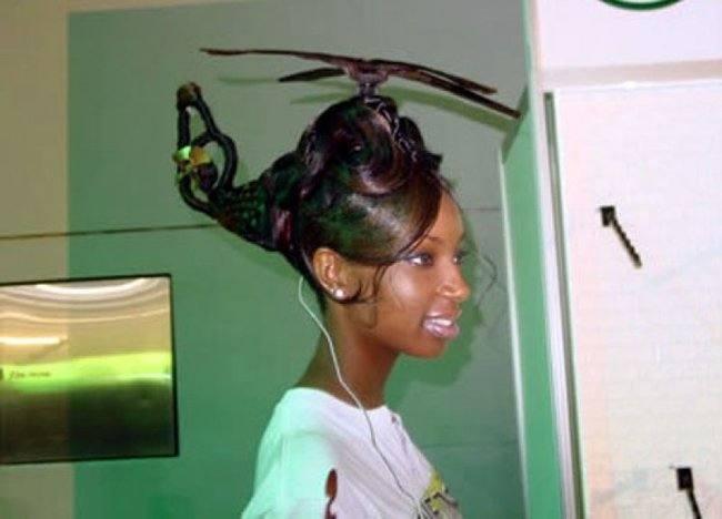 чернокожая девушка с прической-вертолетом на голове