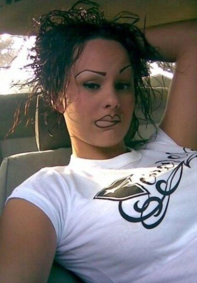 брюнетка в машине