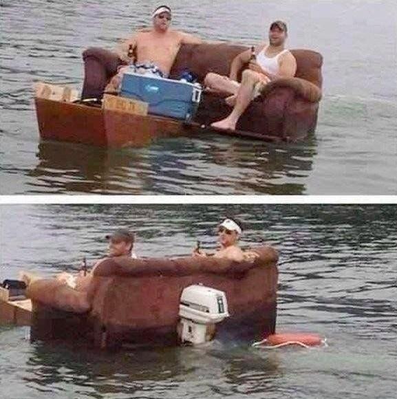 мужчины плывут на диване