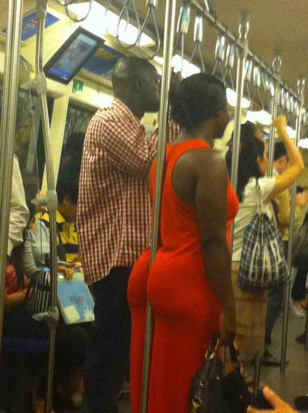 чернокожие люди в метро