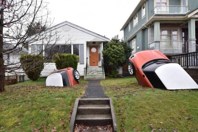 машины торчат из земли