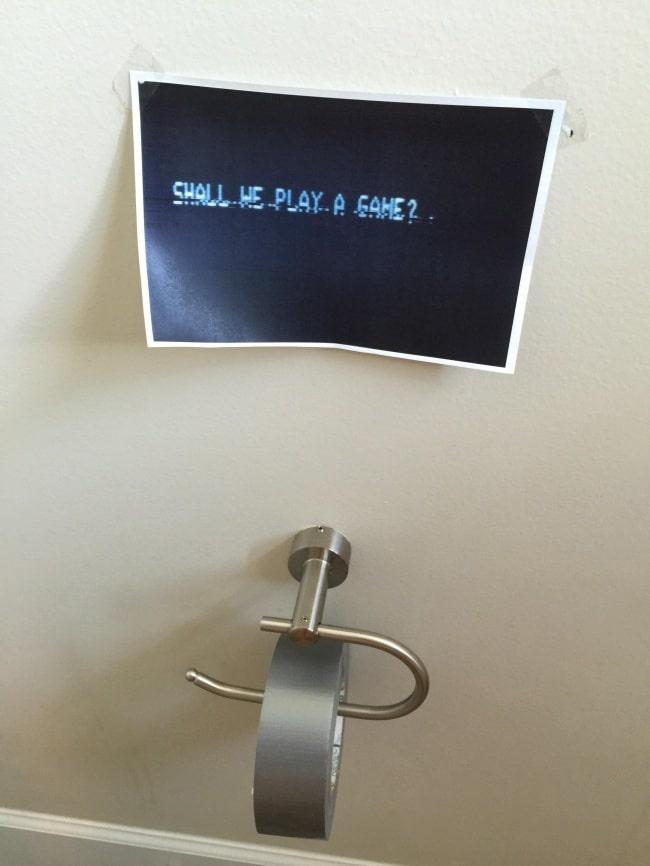 изолента вместо туалетной бумаги