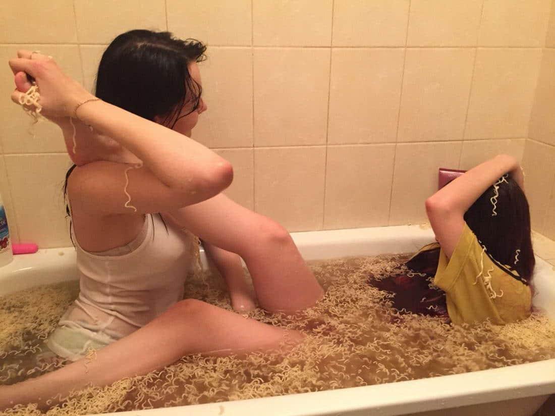 девушки в ванне с мивиной