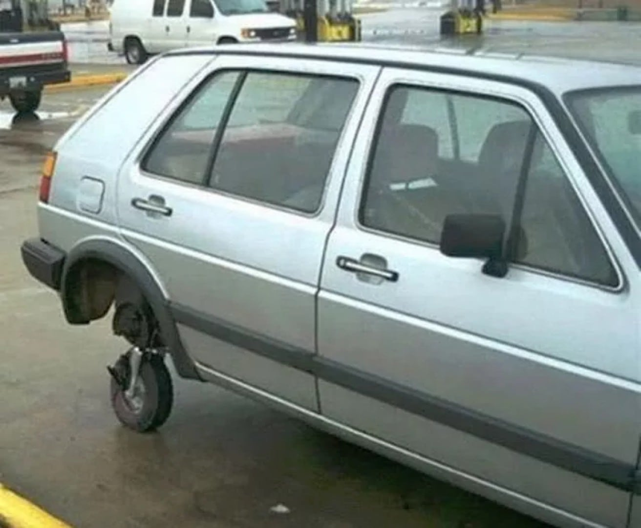 машина без заднего колеса