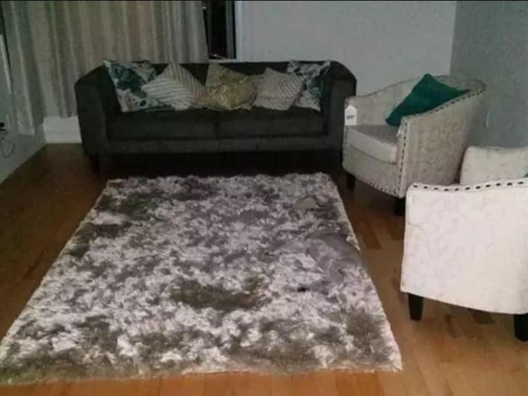 диван и ковер