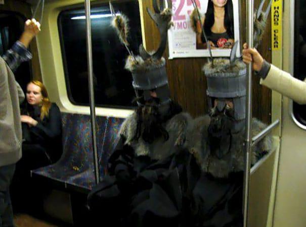 странные костюмы