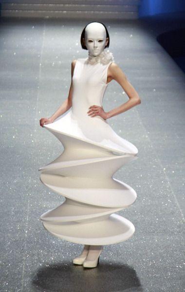 странное платье мода