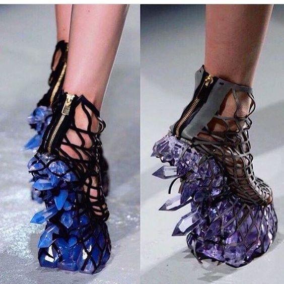 странная женская обувь