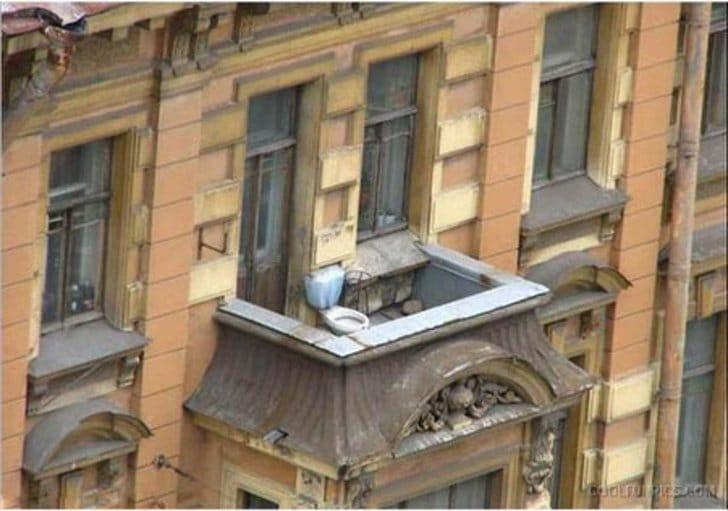 унитаз на балконе