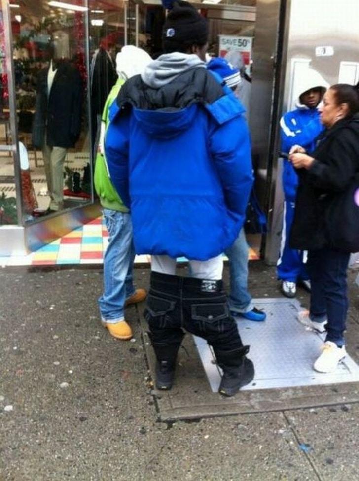джинсы на коленях