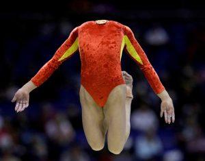 гимнастка без головы