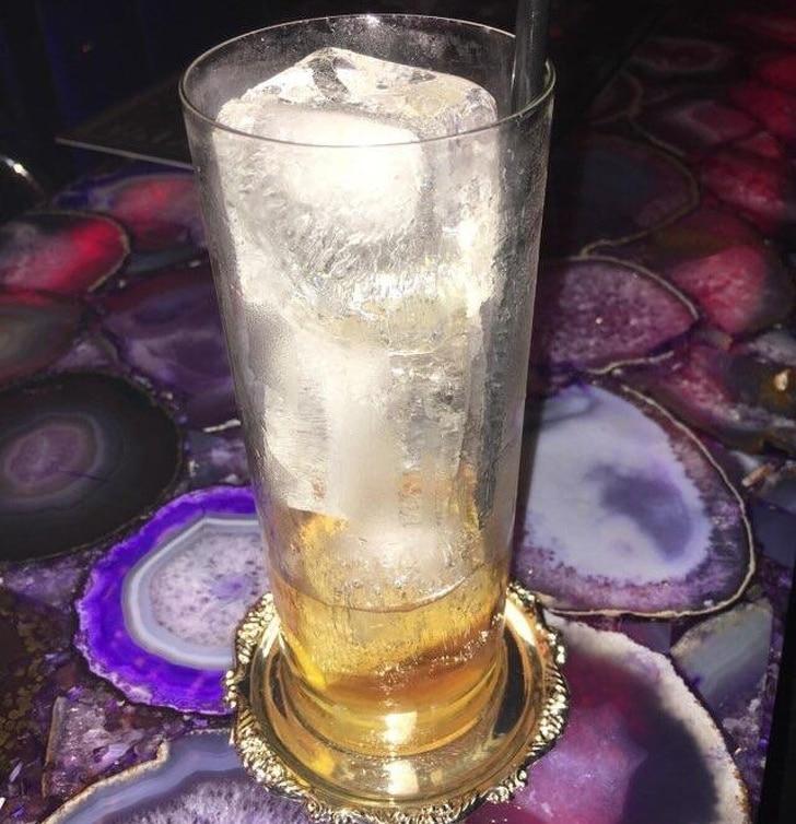 стакан со льдом