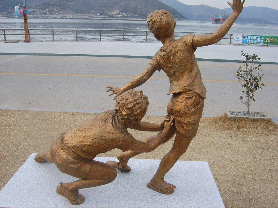 смешной памятник