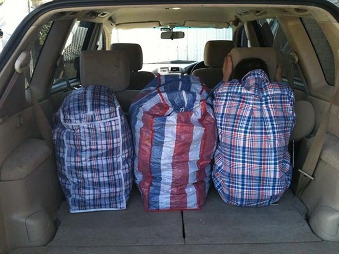 сумки в багажнике авто
