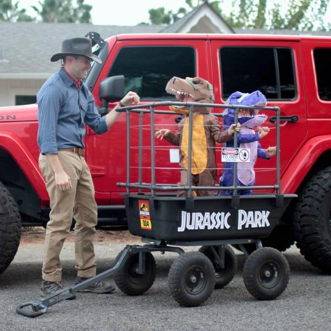 папа с детьми в костюмах
