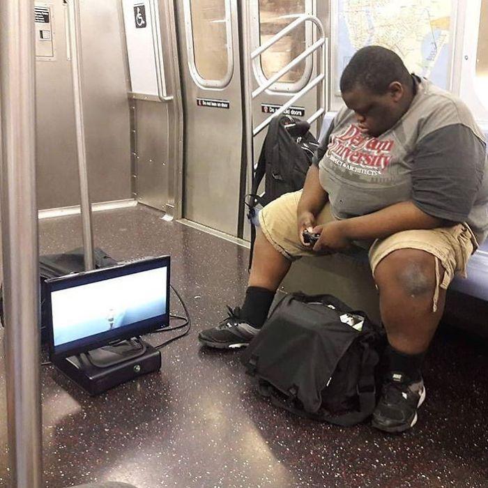 играть в метро