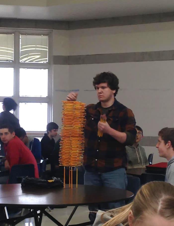 башня из карандашей