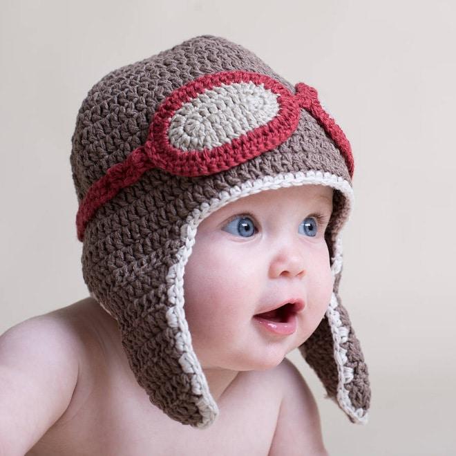 малыш в шапке летчика