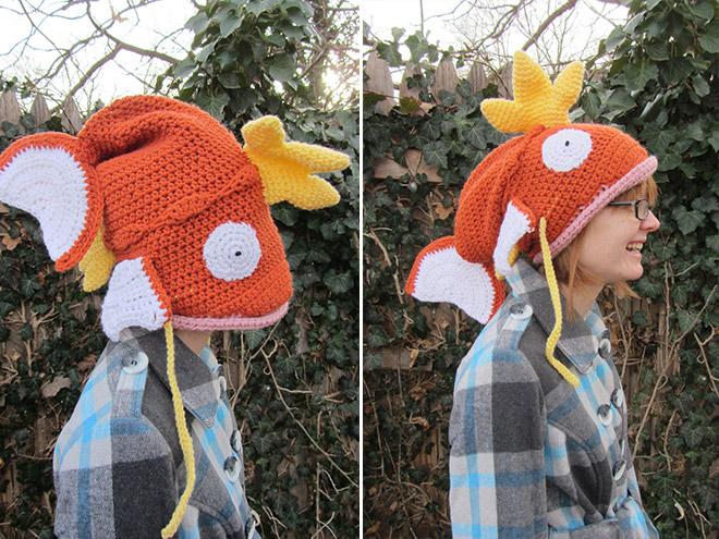 девушка в шапке в форме рыбы