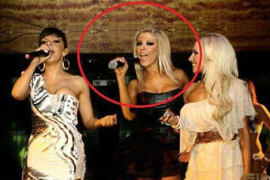 девушки с микрофонами