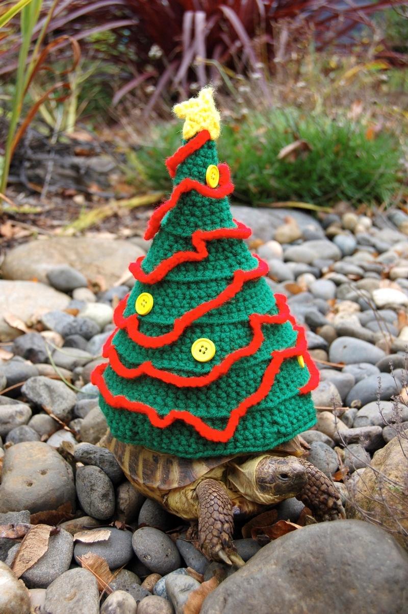 черепаха в костюме елки