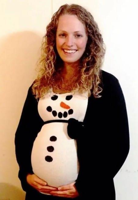 беременная женщина со снеговиком