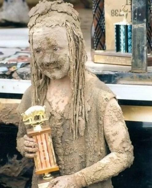 забавное фото ребенка в грязи