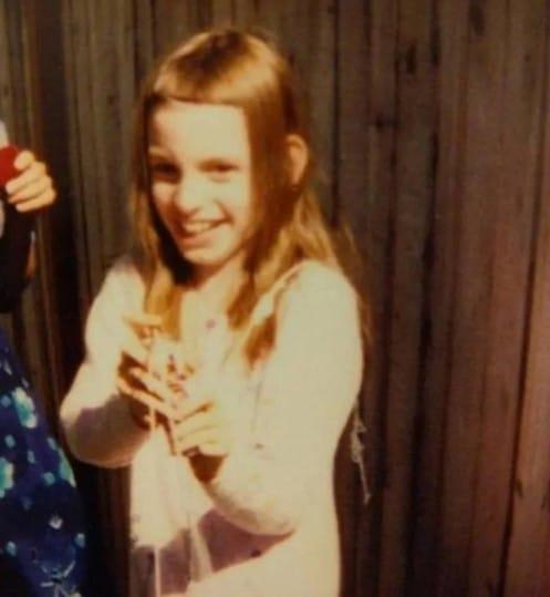 девочка со смешной стрижкой