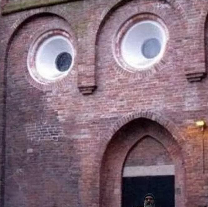 здание с круглыми окнами