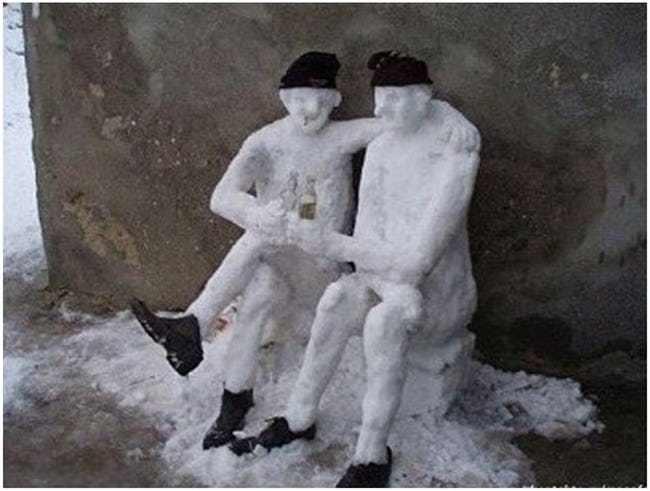снеговики с бутылкой