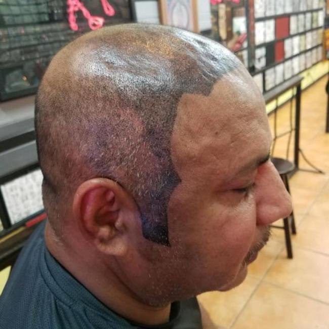 мужчина с тату на голове
