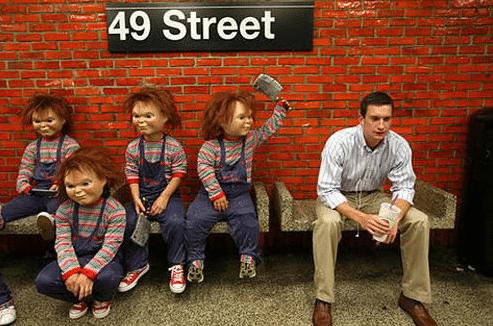 куклы чаки на остановке
