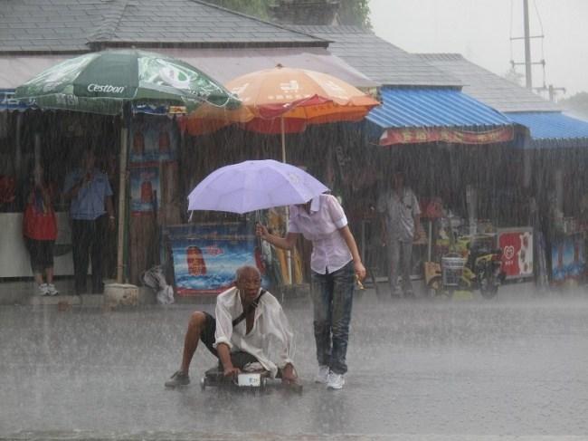 старик и дождь
