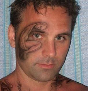 татуировка на лице