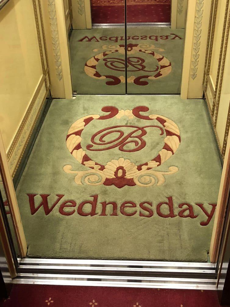 лифт в отеле