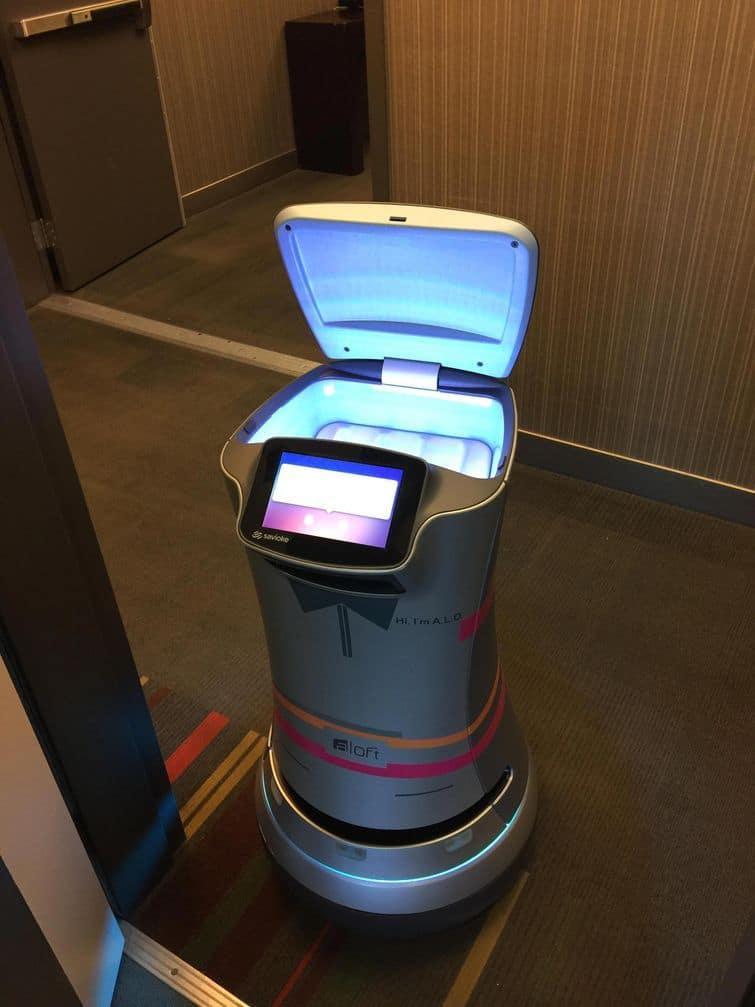 робот в отеле