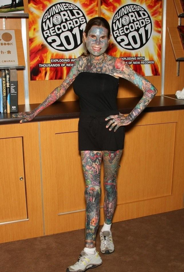 женщина в татуировках