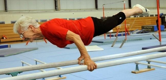 пожилая гимнастка