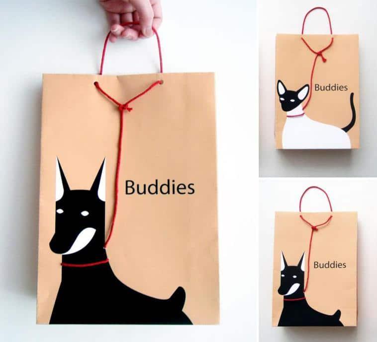 пакет с нарисованной собакой и котом
