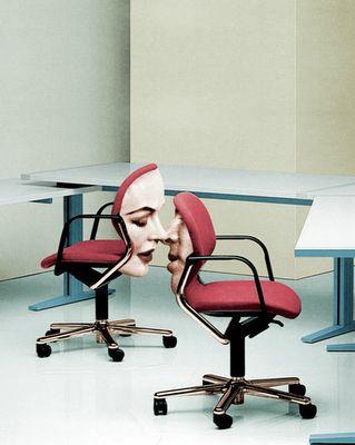 кресла с человеческими лицами