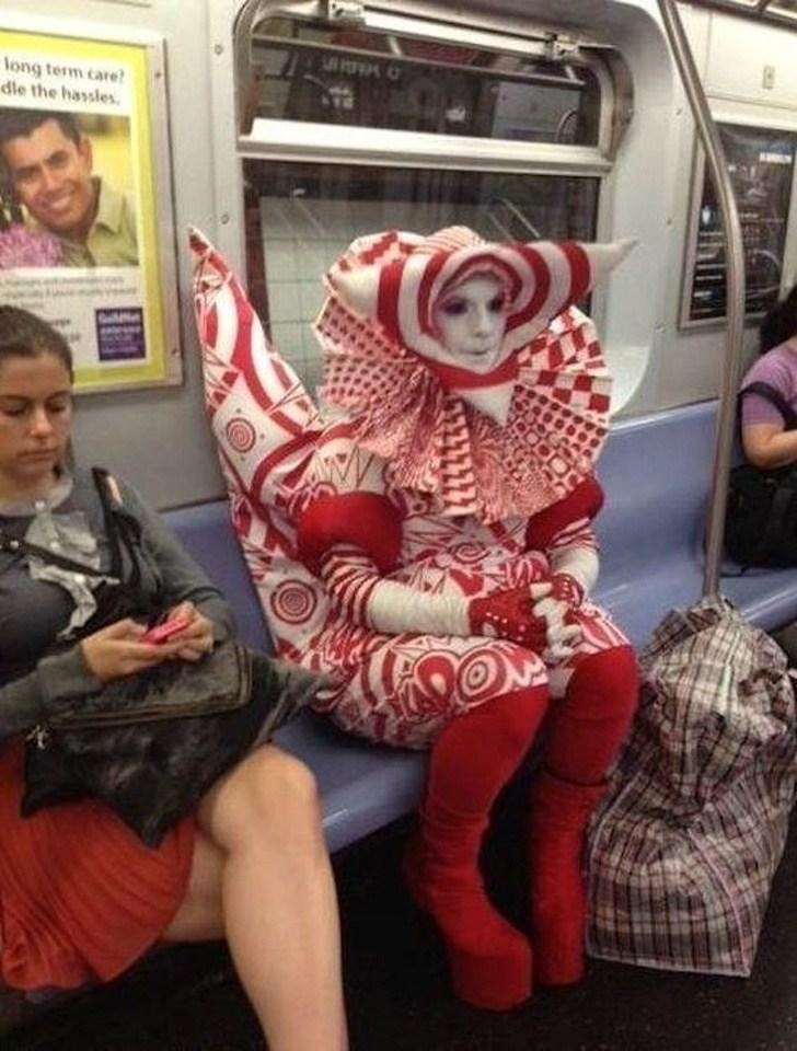 странный пассажир метро