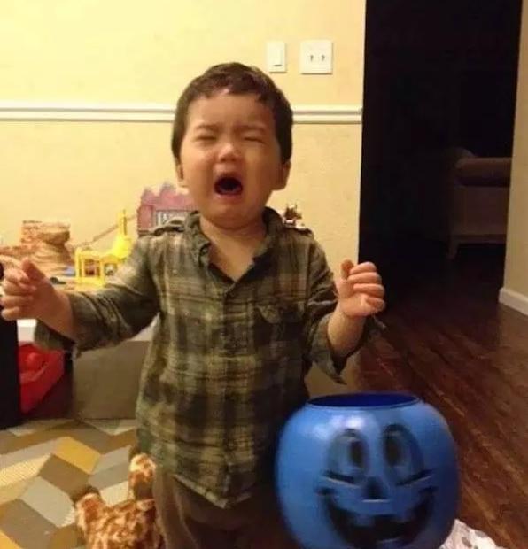 мальчик плачет рис 2
