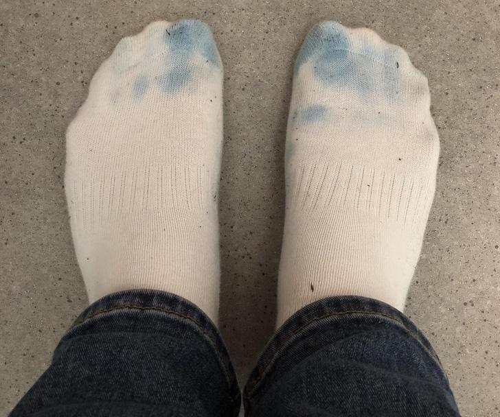 полинявшие носки