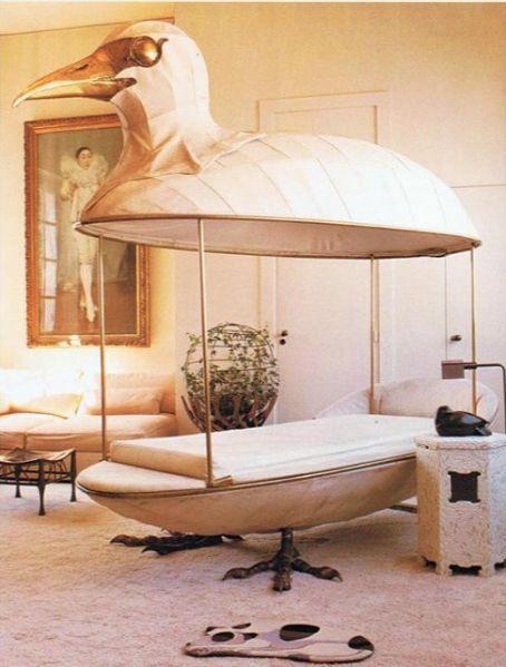 кровать в форме птицы