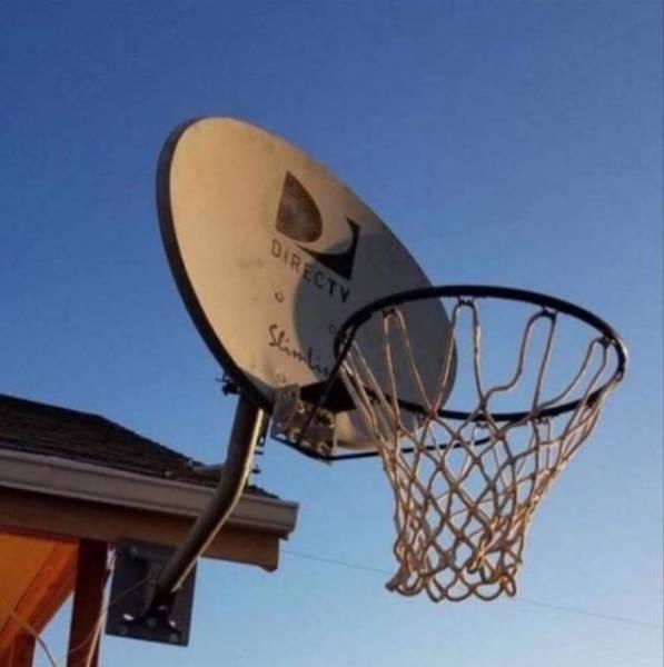 баскетбольное кольцо на спутниковой антенне