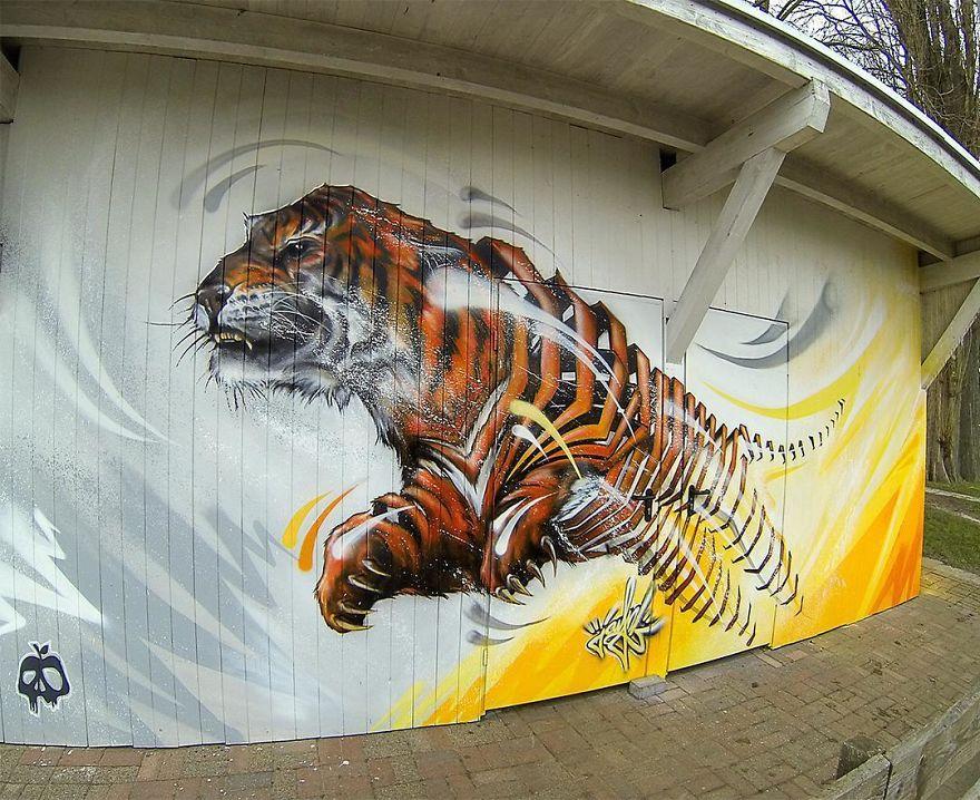 рисунок тигра на здании