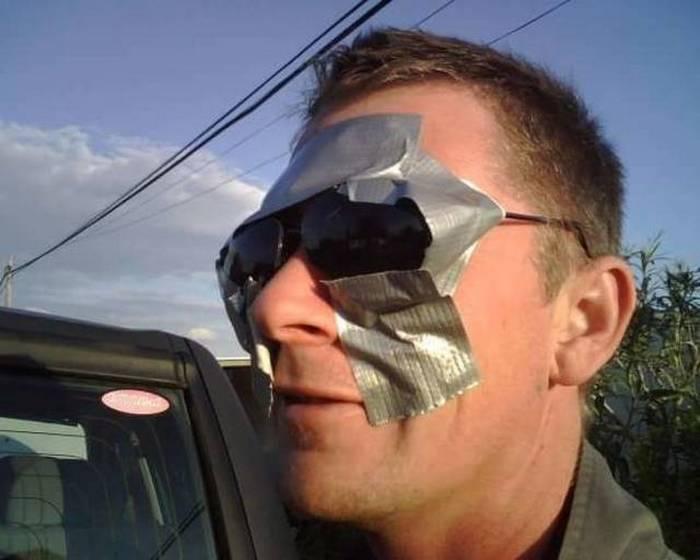 солнцезащитные очки и изолента