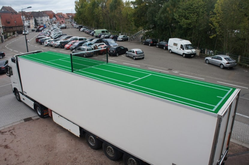 теннисный корт на крыше машины