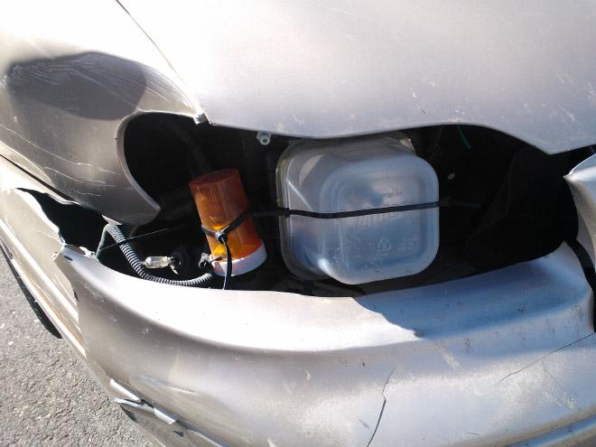 сломанная фара авто