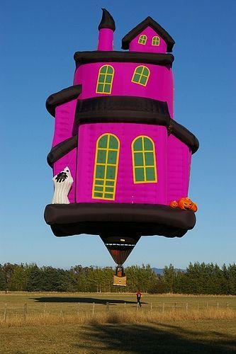 воздушный шар в виде дома с привидениями